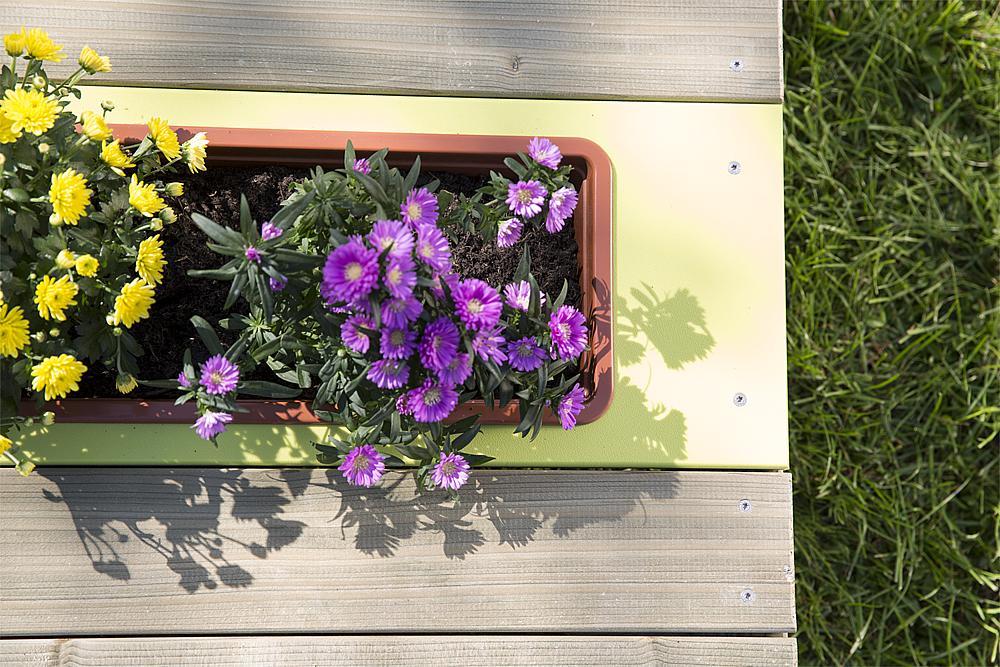 podium met plantenbak Galium